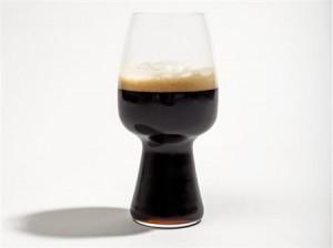 グラスのデザインが黒ビールを旨くする